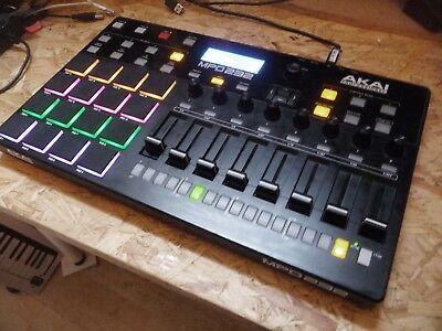 Akai-MPD232-MIDI-pad-controller-with-16