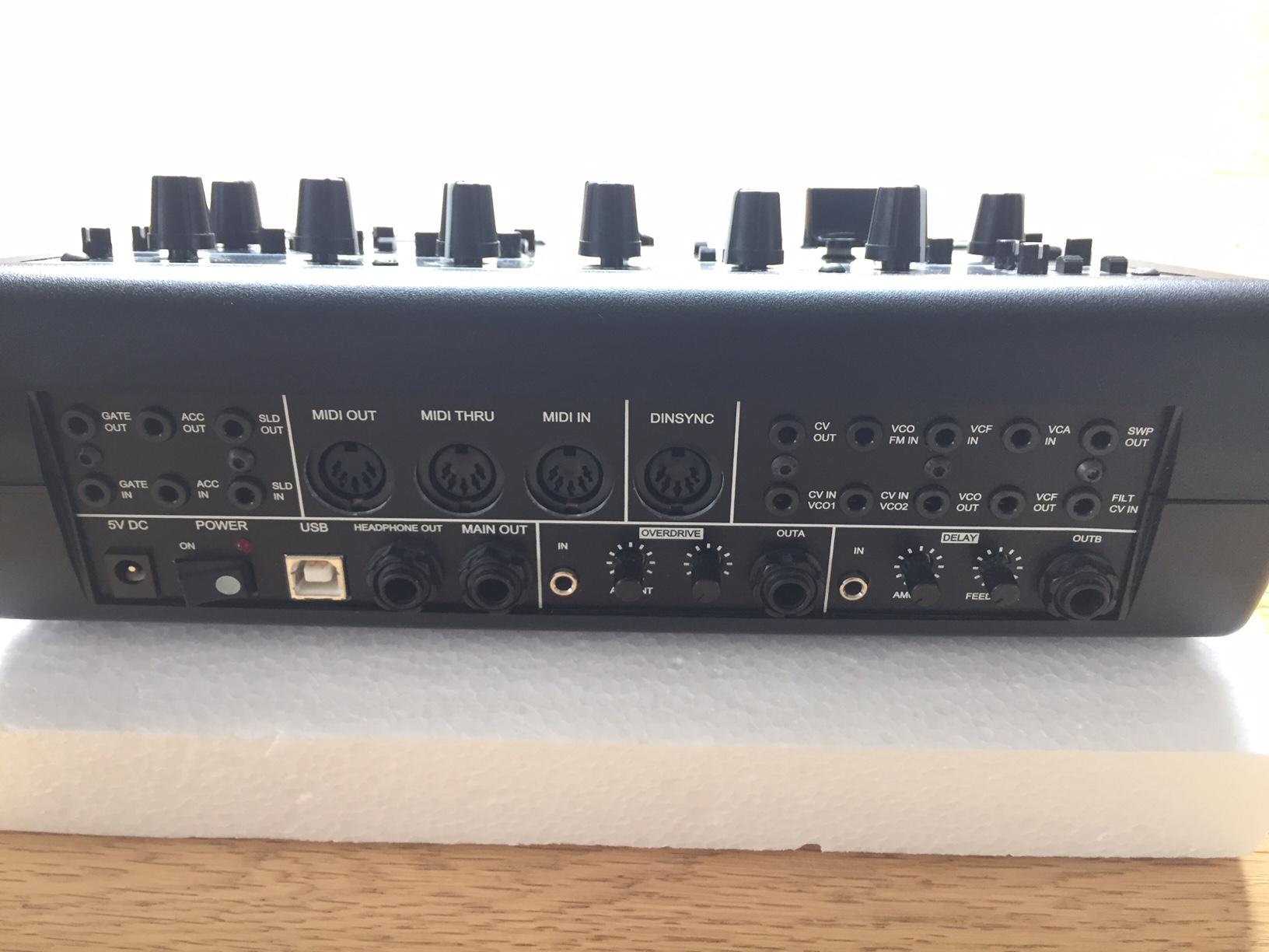 FS(EU): x0xb0x/xoxbox modded (2nd VCO,FM,X-Mod, ADSR, Delay